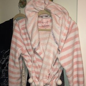 Victoria's Secret pink white Pom Pom SOFTest robe